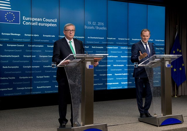 Na snímke predseda Európskej komisie Jean-Claude Juncker a predseda Európskej rady Donald Tusk