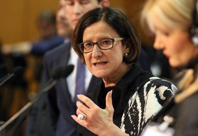 Na snímke rakúska ministerka vnútra Johanna Miklová-Leitnerov