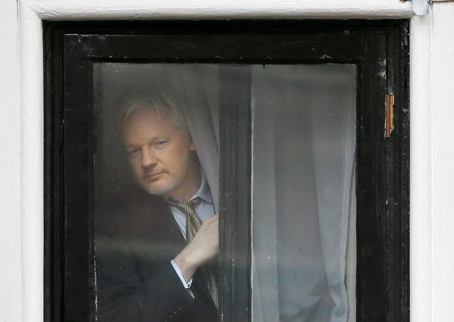 Na snímke zakladateľ webovej stránky WikiLeaks Julian Assange