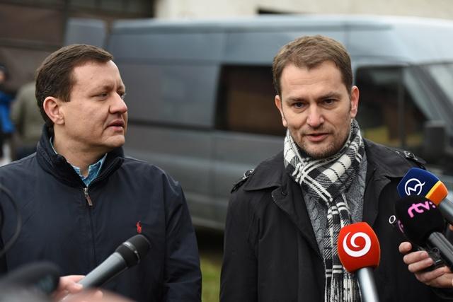 Na snímke sprava líder hnutia OĽaNO Igor Matovič a jeho právny zástupca Daniel Lipšic