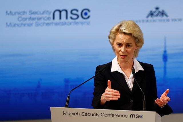 Na snímke nemecká ministerka obrany Ursula von der Leyenová počas prejavu na 52. medzinárodnej konferencii o bezpečnostnej politike v Mníchove