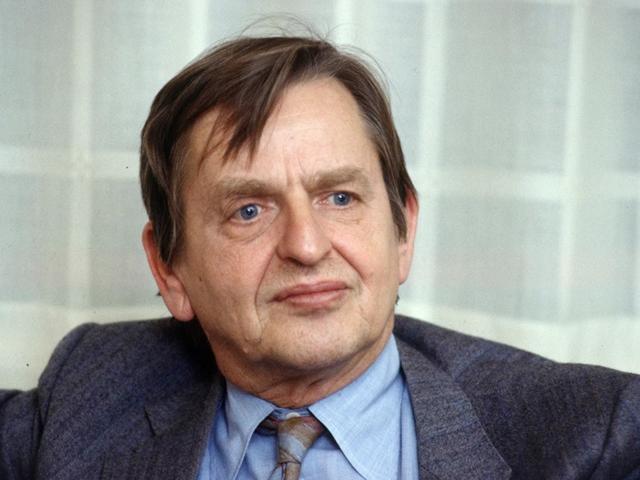 Na archívnej snímke z roku 1984 je švédsky premiér Olof Palme