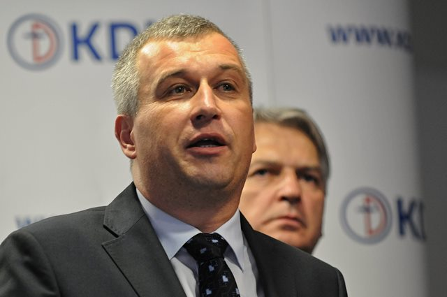 Na snímke nový podpredseda KDH Pavol Zajac (vľavo)