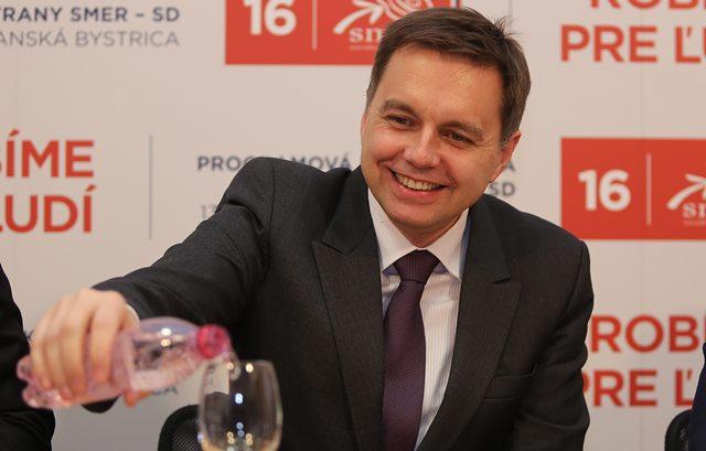 Na snímke podpredseda strany Smer - SD Peter Kažimír