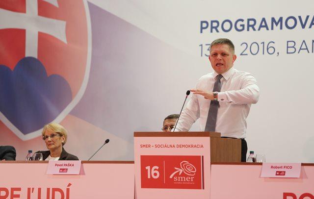 Na snímke predseda strany Smer -SD Robert Fico reční počas programovej konferencie vládnej strany