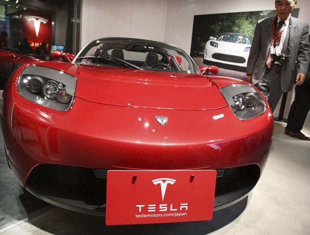 Na snímke automobil značky Tesla