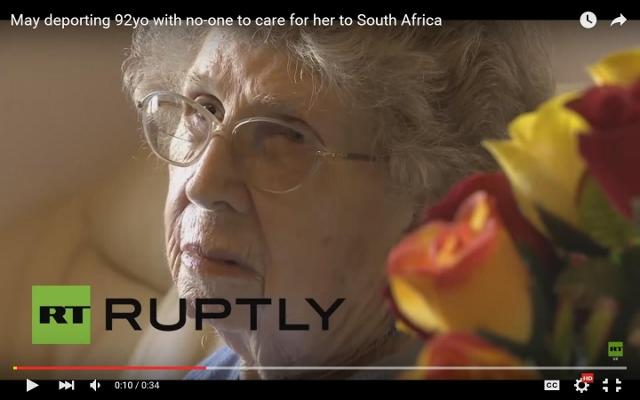 Na snímke 92-ročná Myrtle Clothillová