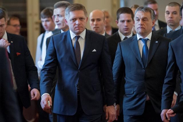Na snímke zľava predseda vlády SR Robert Fico a predseda vlády Maďarska Viktor Orbán