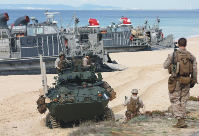 Na archívnej snímke vojsko NATO
