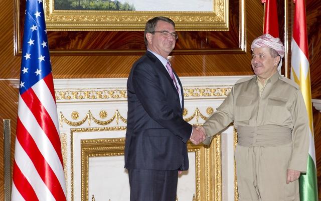 Na snímke vľavo americký minister obrany Ashton Carter a vpravo prezident irackého Kurdistanu Masúd Barzání. Ilustračné foto