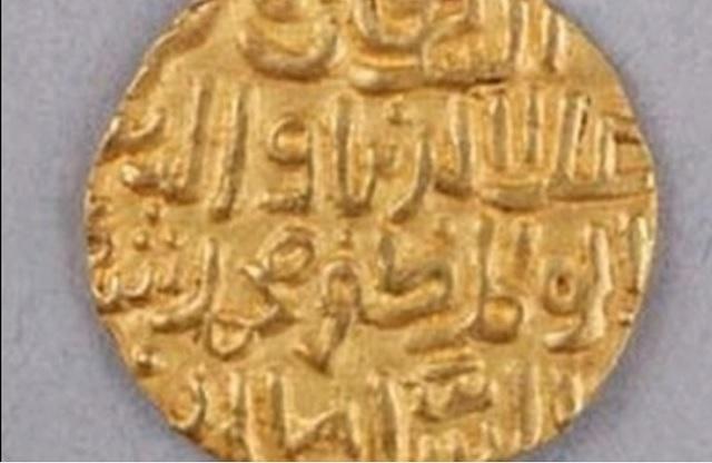 Kto pomôže rozlúštiť neznáme nápisy na tejto minci?