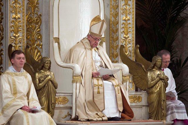 Na snímke pápež František