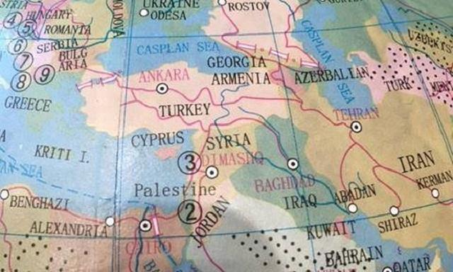 Na snímke časť chybného glóbusu od austrálskeho reťazca Typo