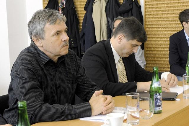 Na snímke vľavo v popredí publicista Juraj Hrabko