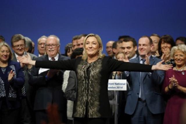 Na snímke predsedníčka Národného frontu (FN) Marine Le Penová