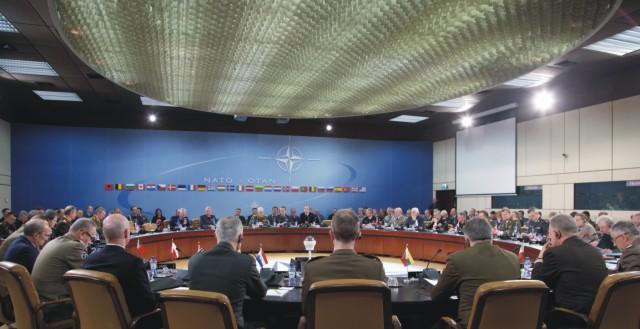 Na archívnej snímke šéfovia a vojenskí zástupcovia NATO počas zasadnutia vojenského výboru NATO v sídle NATO