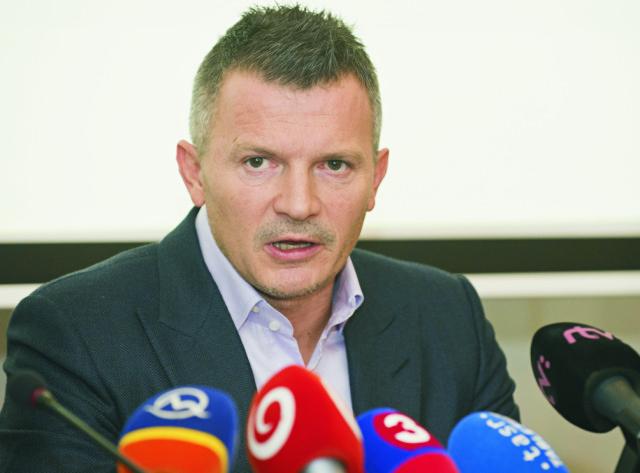 Na snímke minister dopravy, výstavby a regionálneho rozvoja SR Ján Počiatek