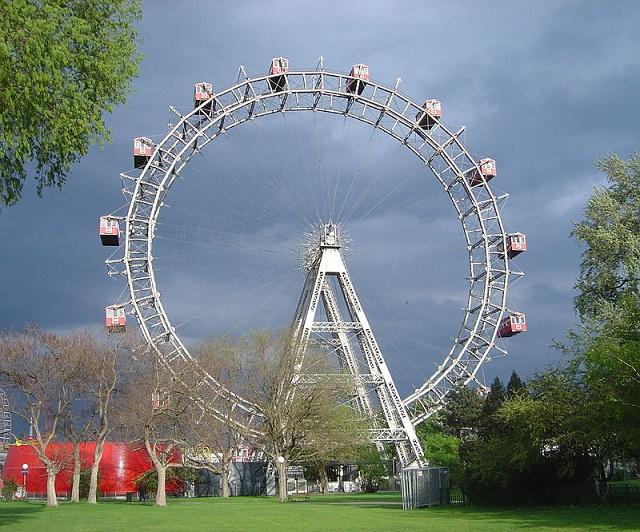 Známa atrakcia z ešte známejšieho zábavného viedenského parku Prater
