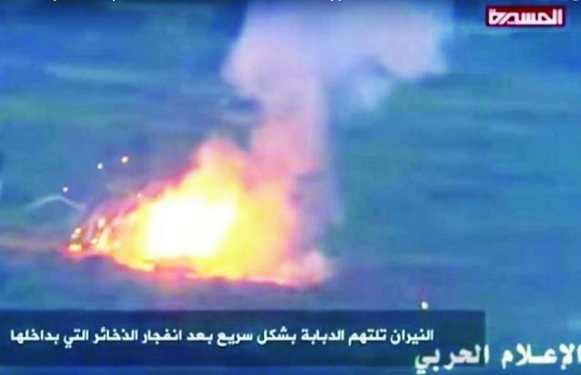 Na snímke z videa je zachytený americký tank po zásahu rakety sovietskej výroby