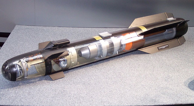 Na snímke riadená raketa AGM-114L Longbow Hellfire