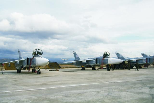 Na snímke ruské Stíhacie bombardéry SU-24M