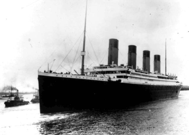 Na archívnej snímke z 10. apríla 1912  britský luxusný parník Titanic vyráža z anglického prístavu Southampton