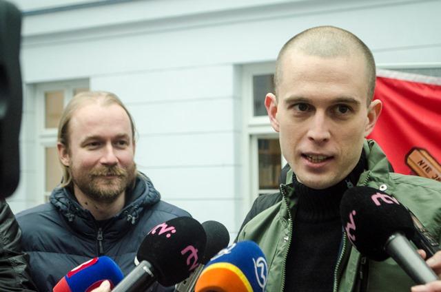 Na snímke predstaviteľ Iniciatívy slovenských učiteľov Vladimír Crmoman (vľavo) a zástupca štrajkového výboru Iniciatívy vysokoškolských učiteľov Juraj Halas