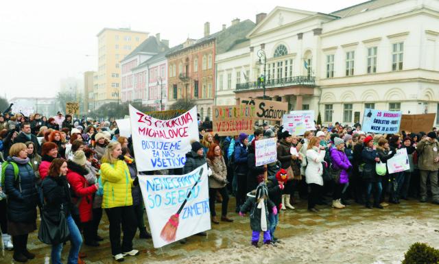 Na archívnej snímke protestné zhromaždenie na podporu štrajkujúcich učiteľov v Košiciach