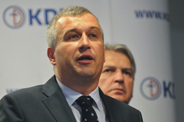 Na snímke vľavo podpredseda KDH Pavol Zajac