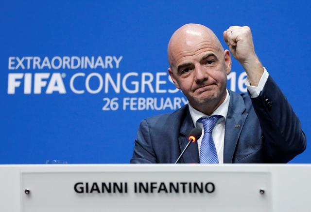 Na snímke nový prezident Medzinárodnej futbalovej federácie (FIFA) a nástupca Josepha Blattera -  Švajčiar Gianni Infantino
