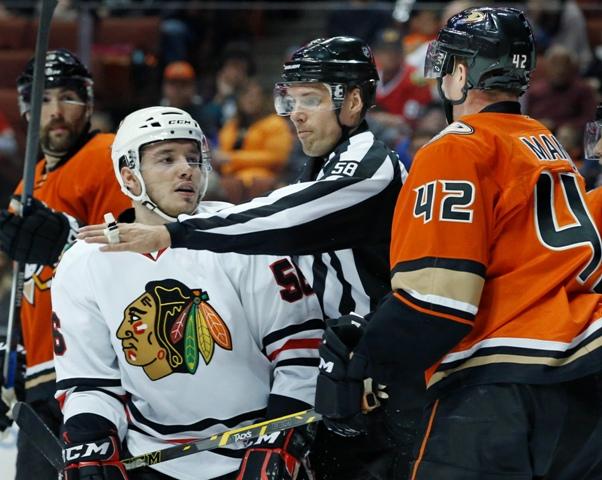 Útočníka Marka Daňa (na snímke vľavo) poslal úradujúci šampión z Chicaga už v piatok do Winnipegu