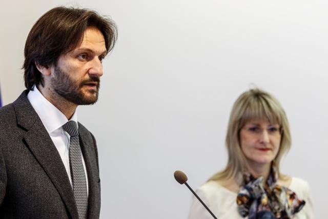 Na snímke podpredseda vlády a minister vnútra SR Robert Kaliňák a poradkyňa ministra vnútra Tatiana Behrová