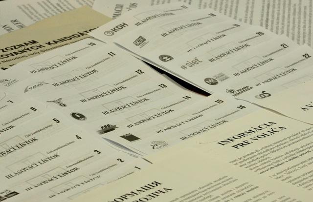 Na snímke hlasovacie lístky na voľby do Národnej rady Slovenskej republiky