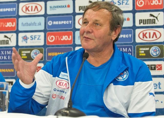Na snímke tréner slovenskej futbalovej reprezentácie Ján Kozák