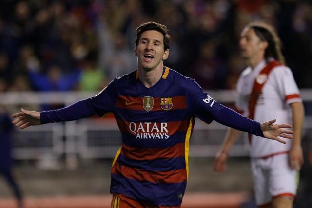 Na snímke útočník Barcelony Lionel Messi oslavuje svoj gól v zápase 27. kola španielskej futbalovej Primera Division Rayo Vallecano – FC Barcelona