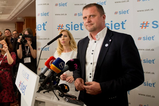 Na snímke prvý podpredseda strany #Sieť Andrej Hrnčiar v centrále strany počas volebnej noci po voľbách do Národnej rady SR v Bratislave 5. marca 2016