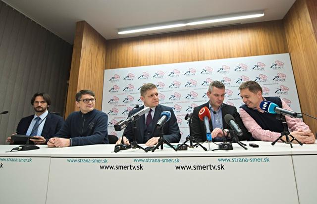 Na snímke zľava podpredseda strany Smer-SD Robert Kaliňák, šéf volebnej kampane Smeru-SD a podpredseda strany Marek Maďarič,  predseda strany Robert Fico, podpredsedovia strany Peter Pellegrini a Peter Kažimír