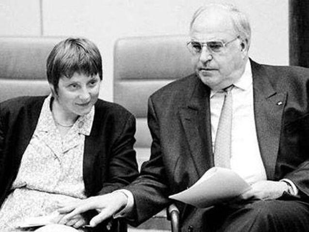 Na snímke vľavo Angela Merkelová