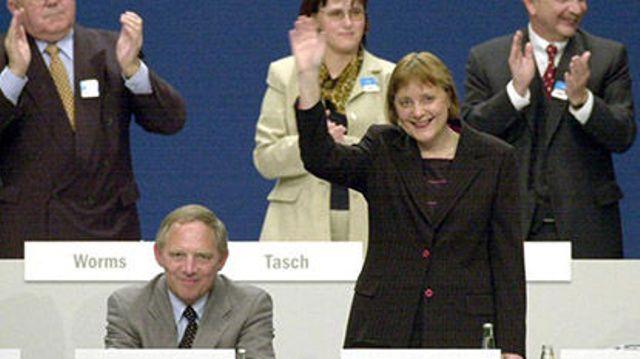 Na snímke vpravo Angela Merkelová