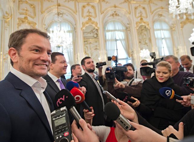 Na snímke lídri strany OĽaNO-NOVA vľavo v popredí Igor Matovič a vľavo v pozadí Daniel Lipšic počas brífingu s novinármi po stretnutí  s prezidentom SR Andrejom Kiskom