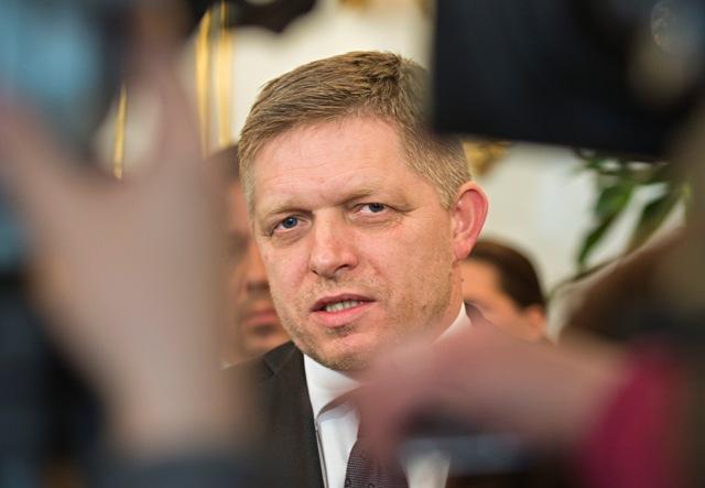 Na snímke líder strany SMER-SD Robert Fico počas brífingu s novinármi po stretnutí s prezidentom SR Andrejom Kiskom 9. marca 2016 v Bratislave