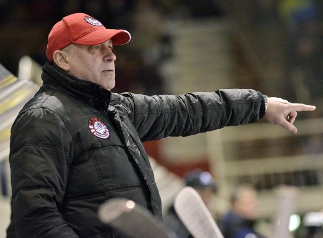Na snímke tréner Nových Zámkov Miroslav Chudý