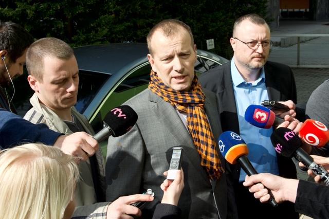 Na snímke líder hnutia Sme rodina Boris Kollár (uprostred)