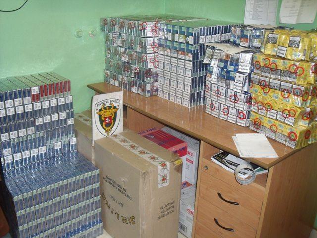 Takmer 100.000 cigariet objavili pri prekládke uhlia na slovensko-ukrajinskom pohraničí