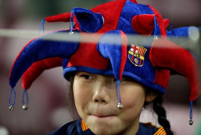 Na snímke futbalová fanúšička FC Barcelona