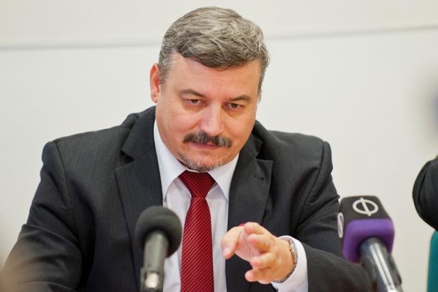 Na snímke expredseda Strany maďarskej komunity (SMK) József Berényi