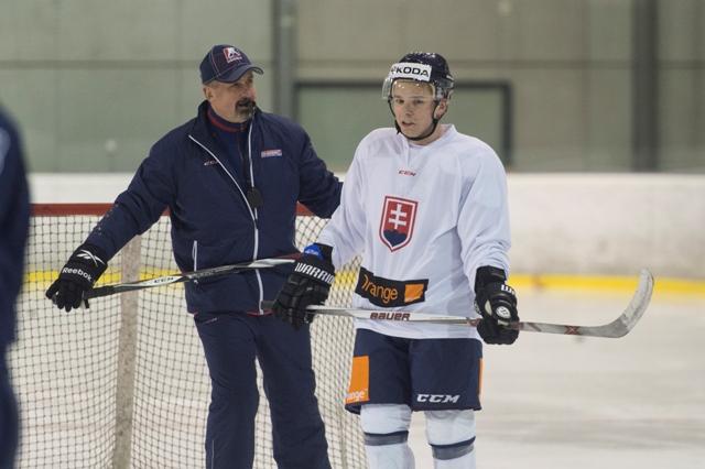 Na snímke vpravo Martin Réway a tréner tímu Zdeno Cíger