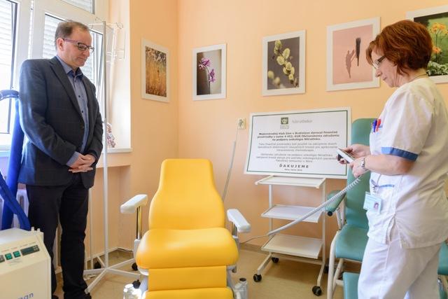 Na snímke vľavo primár rádioterapie a klinickej onkológie vo Fakultnej nemocnici Nitra Juraj Detvay