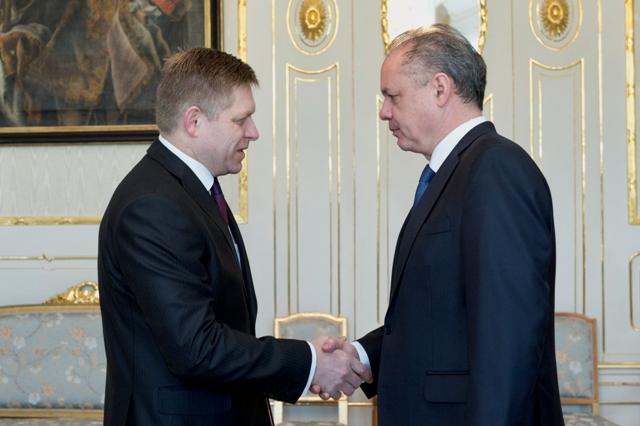 Prezident SR Andrej Kiska (vpravo) prijal 17. marca 2016 v Prezidentskom paláci v Bratislave predsedu strany Smer-SD Roberta Fica (vľavo)