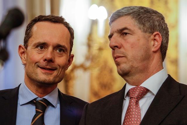Na snímke sprava predseda strany Most-Híd Béla Bugár a predseda strany #Sieť Radoslav Procházka